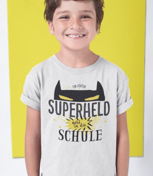 Geschenk Zur Einschulung Ein Echter Superheld geht in die Schule Schulkind Kinder T-Shirt Model