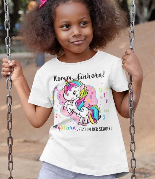 Geschenk Zur Einschulung Komm Einhorn wir glitzern in der Schule Schulkind Kinder T-Shirt Modell